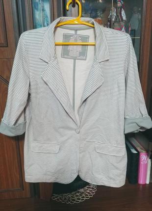 Полосатый трикотажный пиджак