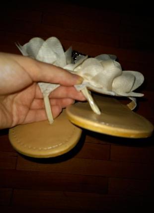 Босоножки молочні вєтнамки сандалі з трояндою5 фото