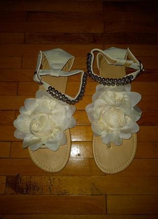 Босоножки молочні вєтнамки сандалі з трояндою2 фото