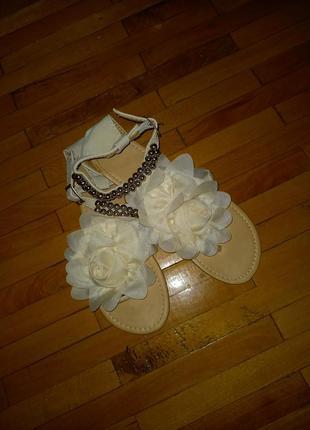 Босоножки молочні вєтнамки сандалі з трояндою