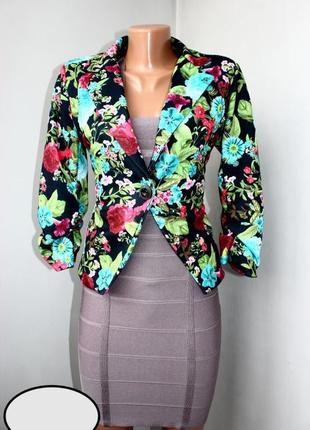 Роскошный яркий пиджак в цветы! шик!