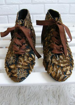 Ботинки расшитые бисером на лентах