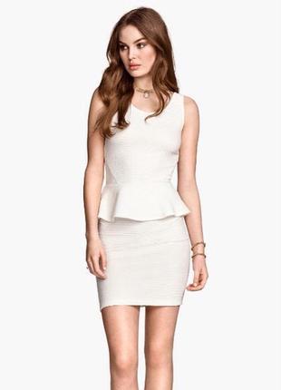 Прекрасное белое платье с баской от devided