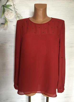 Красивая шифоновая блуза бордового цвета.