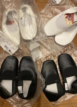 Чёрные и белые кожаные чешки берегиня2 фото