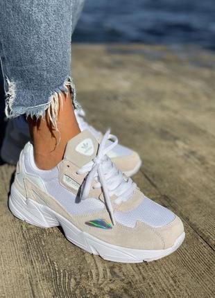 Женские замшевые кроссовки adidas falcone белого цвета
