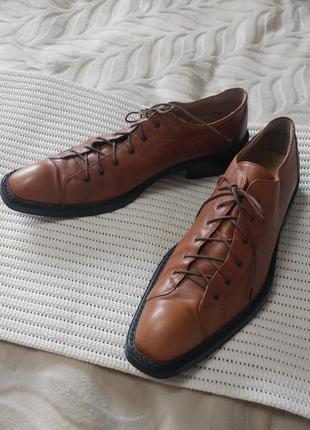 Крутые стильные кожаные туфли tetri