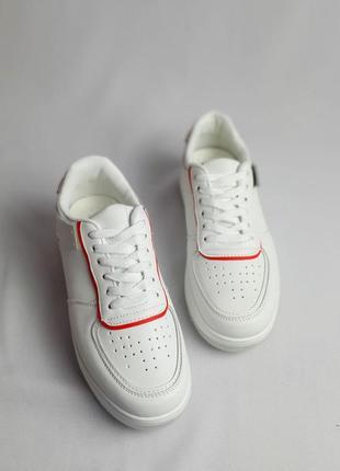 Кроссовки белые шикарная модель