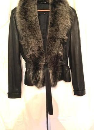 Кожаная куртка с натуральным меховым воротником