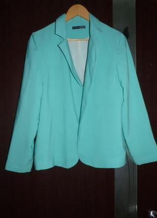 Красивый легкий пиджак