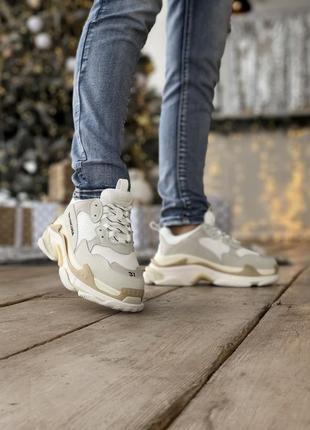 Женские кожаные бежевые брендовые кроссовки
