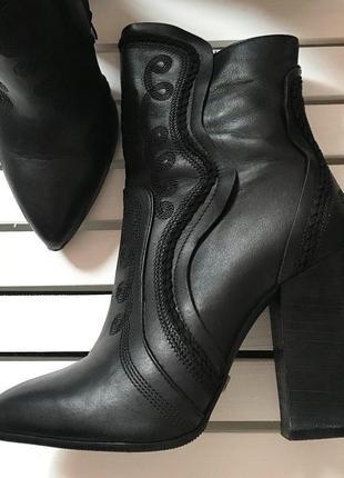 Идеальные кожаные ботинки казаки sassofono
