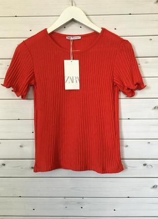 Красная футболка в рубчик zara