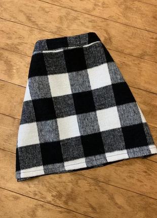 Тёплая юбка в черно-белую клетку primark