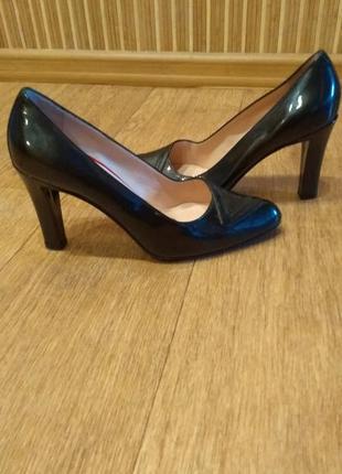 Туфли лодочки на каблуке . стелька 25 см