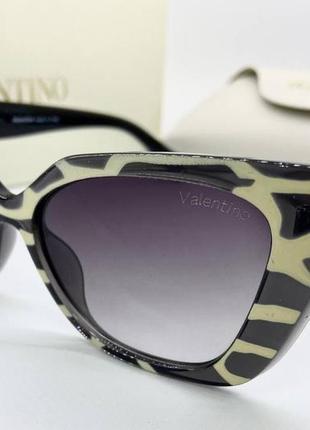 Valentino очки женские солнцезащитные полосатые кошечки с логотипом на дужках