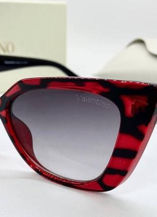 Valentino очки женские солнцезащитные бордовые кошечки с логотипом на дужках