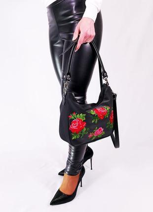 Черная сумка через плечо с вышивкой черная с цветами розами на плечо клатч