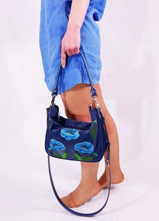 Синяя сумка 2021 с вышивкой маками голубыми на плечо небольшая повседневнная