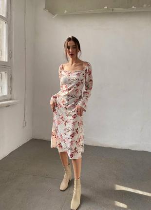 Нарядное платье в цветочный принт