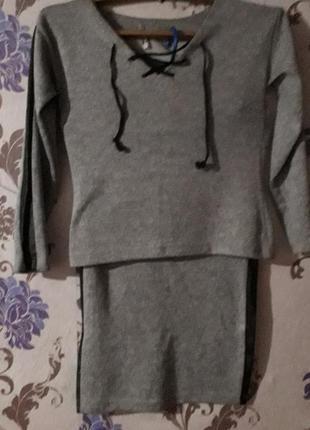 Костюм кофта и юбка, с кожаными вставками