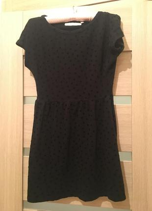 Чёрное короткое платье bershka