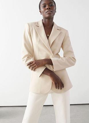Однобортный пиджак асимметричного кроя