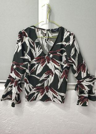 Трендовая блуза с рукавами клеш, с воланами, цветочный принт