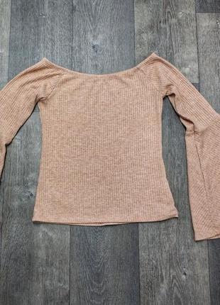 Трендовая блуза с расклешенными рукавами и спущенными плечами, цвета нюд, в рубчик