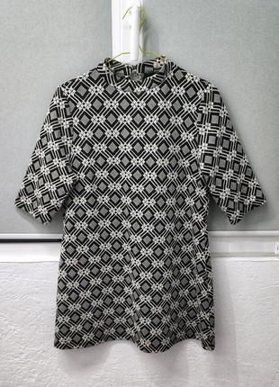 Мини платье в стиле 60х, с геометричным принтом, черно белое