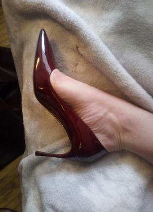 Распродажа туфли miu miu , лодочки,оригинал, красные / бордовые, лак
