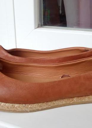 Стильные новые кожаные балетки-эспадрильи zara.
