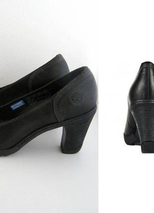 Классные кожаные туфли  новые на р. 39