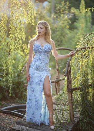 Небесно-голубое платье-бюстье в пол с чашечками