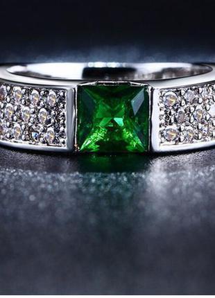 Кольцо с зеленым  цирконом .стерлинговое серебро 925 пробы ,супер блеск камней