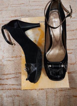 Новые кожаные черные  туфли на среднем каблуке