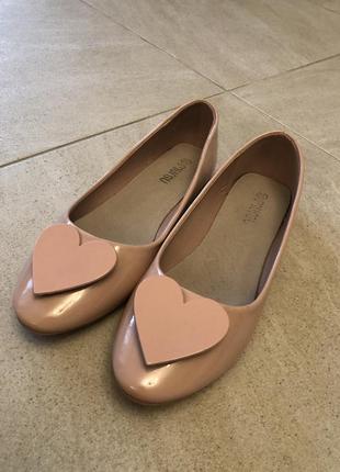 Туфли лодочки с сердцем на р. 37