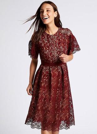 Кружевное нарядное миди платье на телесной основе