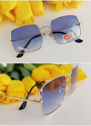 Солнцезащитные очки в голубом цвете