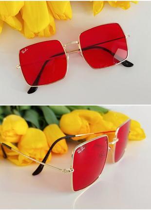 Солнцезащитные очки в красном цвете