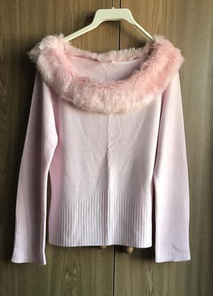 Розовый джемпер с декоративным мехом