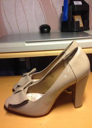 Туфли с бантиком и  с открытым носком фирмы next, 42 размер