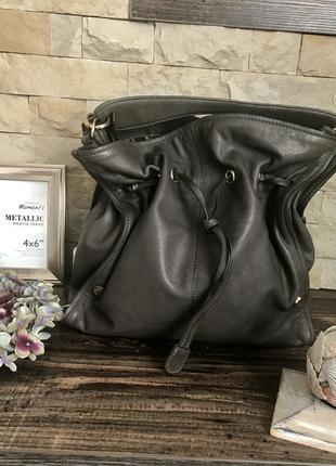 Кожаная сумка итальянского бренда coccinelle