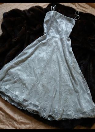 Вечернее кружевное платье миди  vila cloches   кружево вышитое на сетке, тренд 2017!