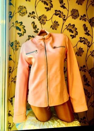 Купила в италии новая кожаная куртка