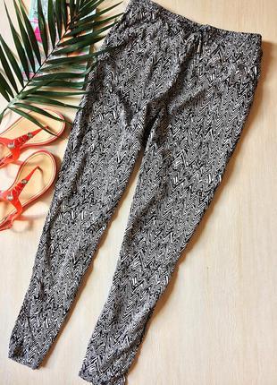 Легкие черно-белые штаны в орнамент на завязках only, pp 12-40-l