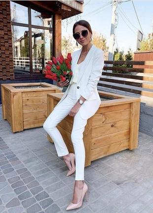 Брючний білий костюм