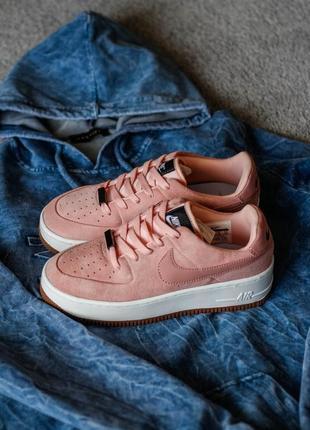 Крутые замшевые пудровые кроссовки