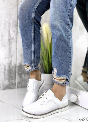 Женские белые кожаные туфли на низком каблуке,белые туфли на шнуровке с перфорацией