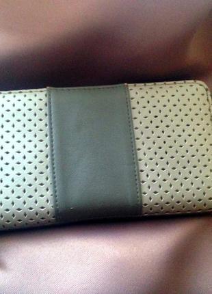 Серый кошелек с несколькими отделениями1